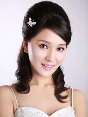 广州个个喜化妆工作室 彩妆课堂 >> 正文          赫本头现代新娘