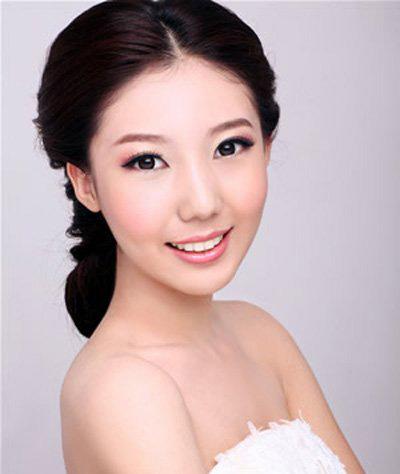 韩式浪漫新娘发型,韩式风格装饰新娘妆