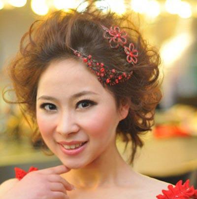 日式新娘发型与红色蝴蝶结