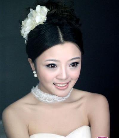 淡雅新娘韩式鲜花造型