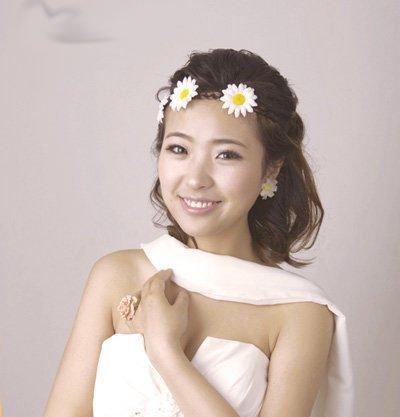 韩系化妆造型 甜美可爱的韩式新娘妆发型图片