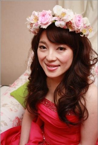 美丽花仙子,新娘当天鲜花造型   韩式甜蜜鲜花新娘造型