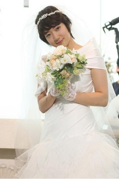 短发新娘,结婚当天头发不够长怎么做造型?   re:短发新娘,结婚